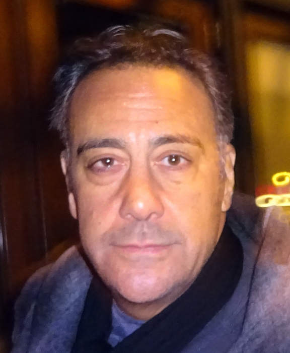 Brad Garrett: American stand-up comedian, actor and voice actor