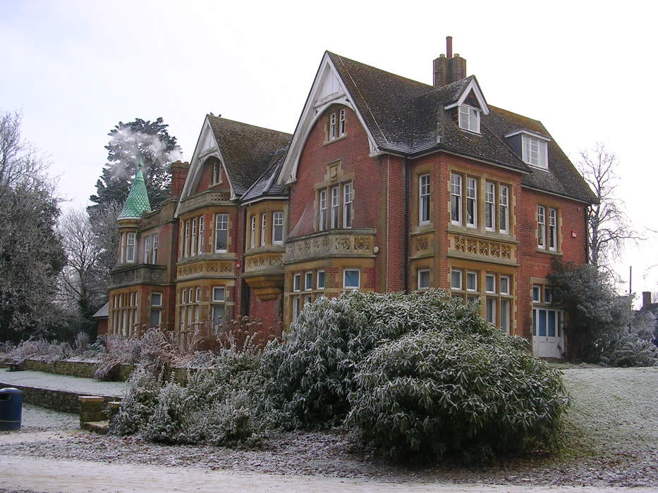 Crawley: Town and borough in West Sussex, England