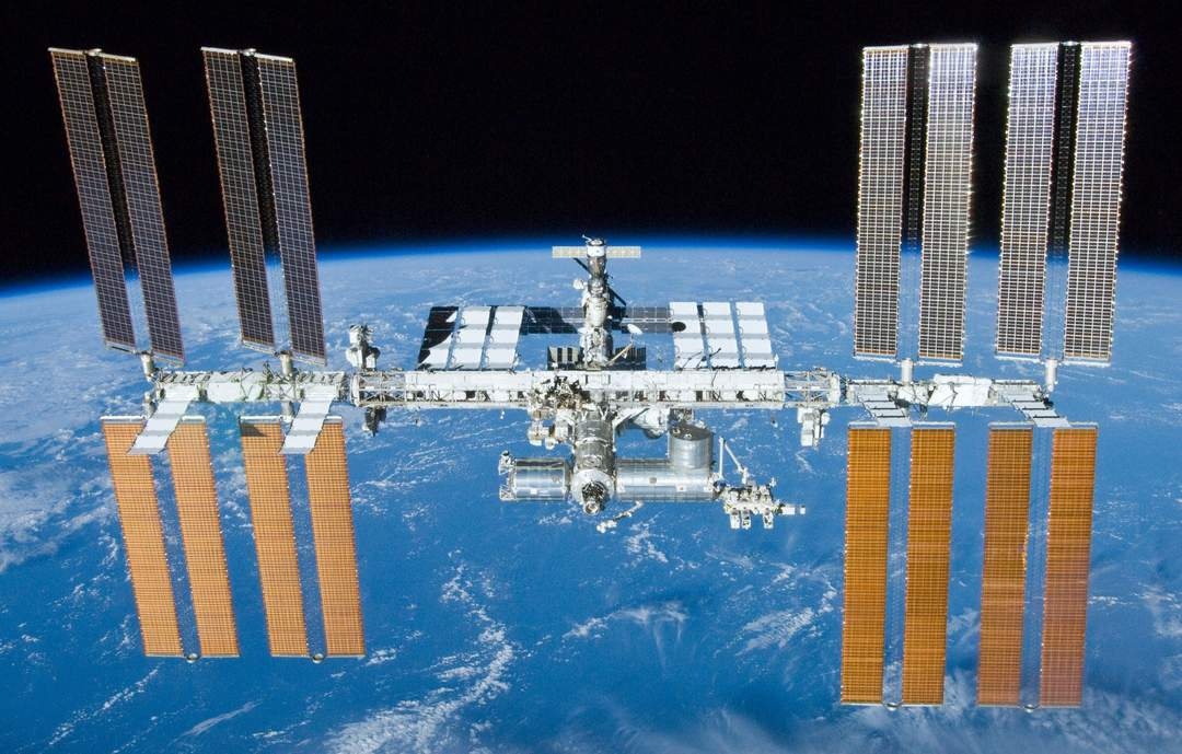 International Space Station: Modular space station in low Earth orbit