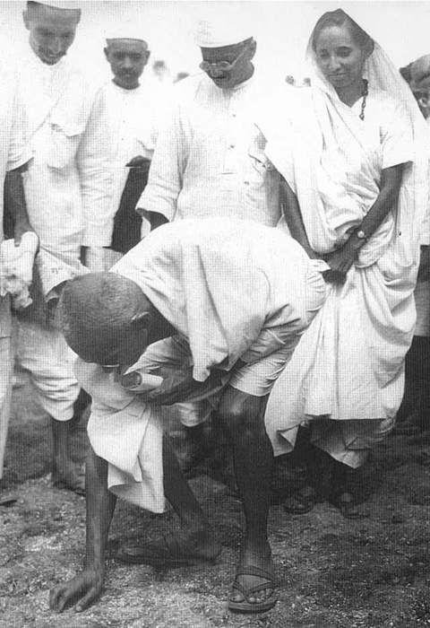 Salt March: 1930 march led by Mahatma Gandhi