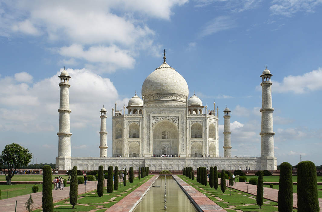 Taj Mahal: Marble mausoleum in Agra, India